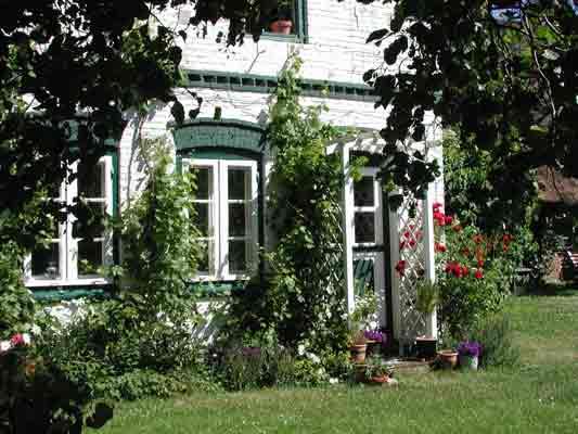 Weißes Haus in Bojendorf auf der Ostsee Insel Fehmarn